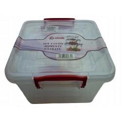 Zestaw 4 pojemników do przechowywania żywności.