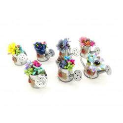 Magnes ozdobny na lodówkę konewka z bukietem kwiatów